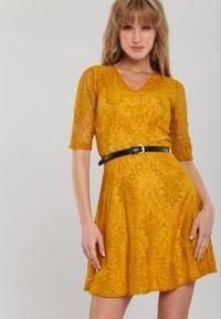 Renee - Musztardowa Sukienka Larimer. Kolor: żółty