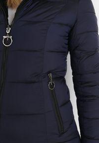 Born2be - Granatowa Kurtka Dwustronna Nyris. Kolor: niebieski. Materiał: futro. Wzór: aplikacja. Sezon: jesień, zima. Styl: klasyczny, elegancki