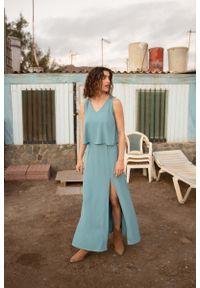 Niebieska sukienka wizytowa MOE maxi