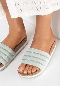 Born2be - Miętowe Klapki Athizisa. Nosek buta: okrągły. Kolor: miętowy. Materiał: materiał. Wzór: kolorowy. Obcas: na platformie