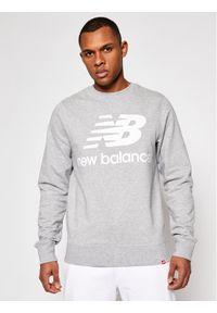 New Balance Bluza Essentials Stacked Logo Crew MT03560AG Szary Athletic Fit. Kolor: szary