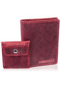 Skórzany zestaw portfel i bilonówka BRODRENE SW05 + CW02 czerwony. Kolor: czerwony. Materiał: skóra