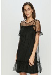 Vero Moda - Sukienka. Kolor: czarny. Materiał: materiał. Długość rękawa: krótki rękaw. Typ sukienki: rozkloszowane