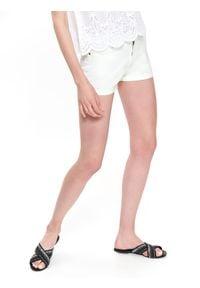 TOP SECRET - Bawełniane szorty. Kolor: biały. Materiał: bawełna. Długość: krótkie. Sezon: lato