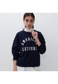 Reserved - Bawełniana bluza z nadrukiem - Granatowy. Kolor: niebieski. Materiał: bawełna. Wzór: nadruk