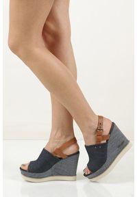 Niebieskie sandały Wrangler na lato, w kolorowe wzory, eleganckie