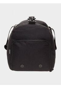 Czarna torba podróżna outhorn sportowa
