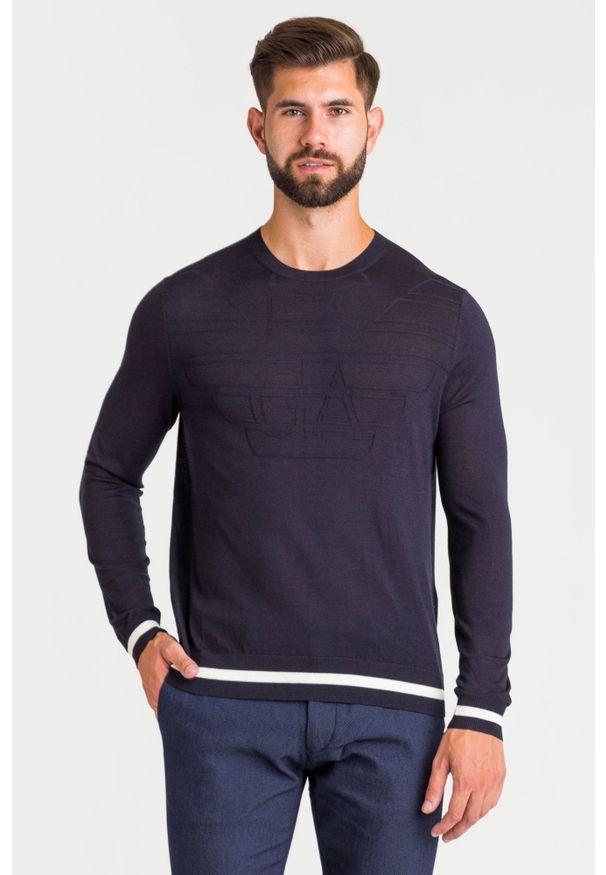 Niebieski sweter Emporio Armani w kolorowe wzory, z okrągłym kołnierzem