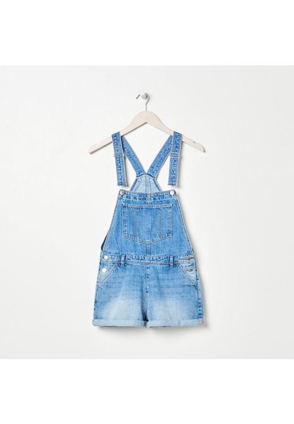 Sinsay - Jeansowe ogrodniczki - Niebieski. Kolor: niebieski. Materiał: jeans