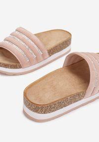 Born2be - Różowe Klapki Athizisa. Nosek buta: okrągły. Kolor: różowy. Materiał: materiał. Wzór: kolorowy. Obcas: na platformie