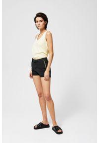 MOODO - Szorty jeansowe z lampasami. Materiał: jeans