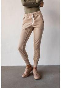 Marsala - Spodnie dresowe w kolorze beżowym - ACTIVE BY MARSALA. Okazja: na co dzień. Kolor: beżowy. Materiał: dresówka. Wzór: melanż. Styl: casual, sportowy