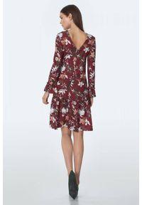 Czerwona sukienka Nife trapezowa, w kwiaty, do pracy