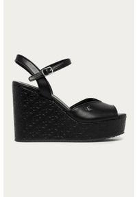 Czarne sandały Calvin Klein Jeans gładkie, na średnim obcasie