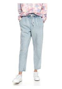 TOP SECRET - Luźne spodnie jeansowe z gumką w pasie. Kolor: niebieski. Materiał: jeans. Długość: długie. Sezon: lato. Styl: wakacyjny
