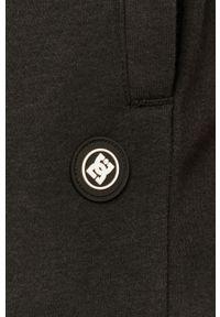 Czarne spodnie dresowe DC