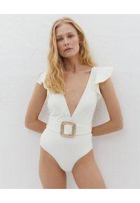 LILY&ROSE - Biały strój jednoczęściowy Helen. Kolor: biały. Materiał: tkanina. Wzór: aplikacja