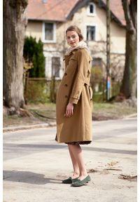 Marie Zélie - Trencz Adria bawełna z elastanem kamelowy. Materiał: bawełna, elastan. Sezon: lato. Styl: klasyczny #8