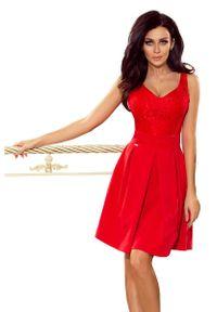Numoco - Czerwona Koktajlowa Rozkloszowana Sukienka z Koronką. Kolor: czerwony. Materiał: koronka. Wzór: koronka. Styl: wizytowy
