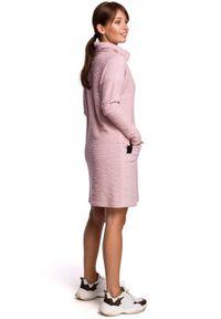 BE - Swobodna dzianinowa bawełniana sukienka z dużymi kieszeniami. Okazja: na co dzień. Materiał: bawełna, dzianina. Wzór: aplikacja. Typ sukienki: proste. Styl: elegancki, casual