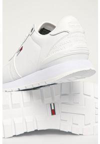 Białe sneakersy Tommy Jeans na sznurówki, z cholewką