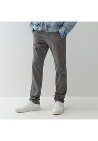 Reserved - Spodnie chino slim - Szary. Kolor: szary