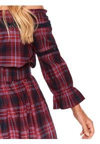 TOP SECRET - Bluzka damska w kratę z odkrytymi ramionami. Kolor: czerwony. Materiał: dzianina, koronka. Wzór: koronka, nadruk. Sezon: jesień