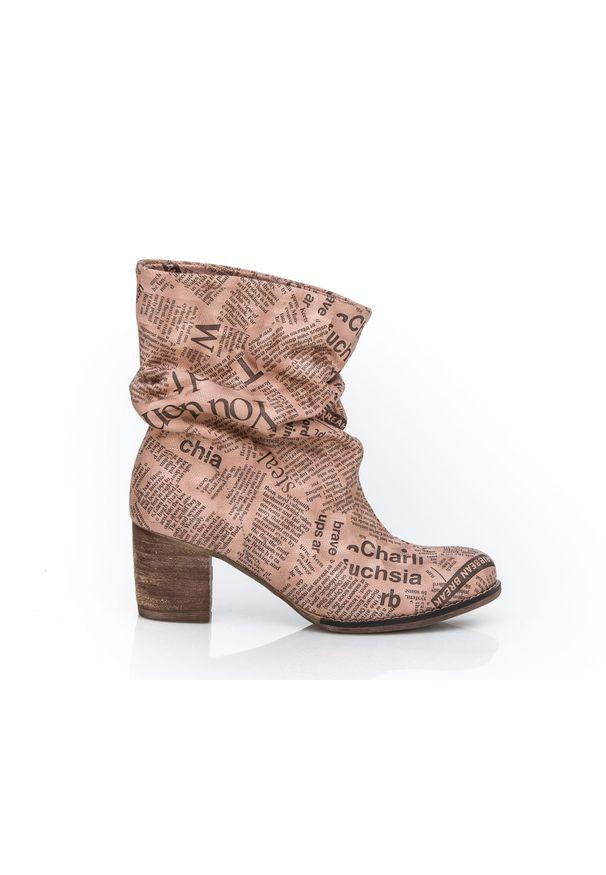 Różowe botki Zapato wąskie, z cholewką za kolano, w kolorowe wzory, z okrągłym noskiem