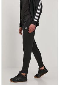 Czarne spodnie dresowe Adidas gładkie