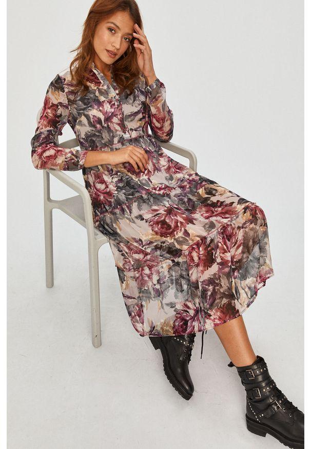 Różowa sukienka Answear Lab rozkloszowana, midi