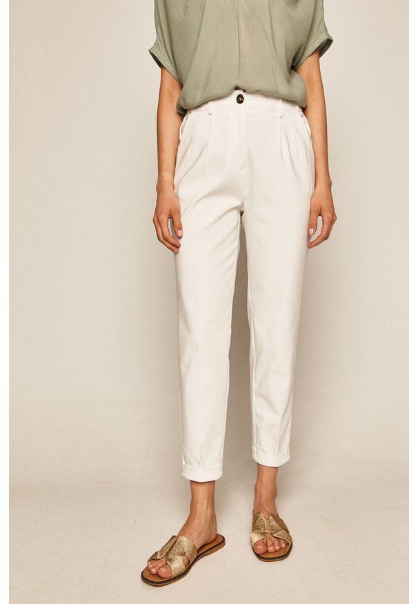 Białe spodnie materiałowe medicine