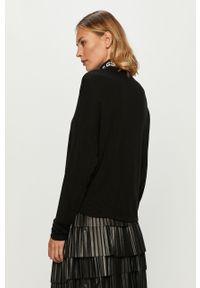 Czarny sweter Guess Jeans z golfem