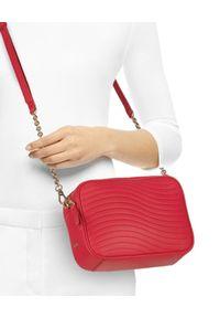 Furla - FURLA - Czerwona torebka Swing Mini. Kolor: czerwony. Styl: elegancki, casual. Rodzaj torebki: na ramię