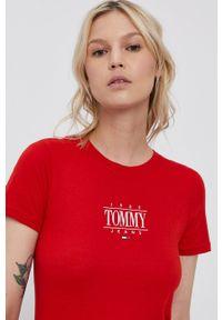 Tommy Jeans - T-shirt. Okazja: na co dzień. Kolor: czerwony. Materiał: bawełna, dzianina. Wzór: nadruk. Styl: casual