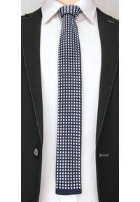 Dziergany Krawat Męski Knit w Białe Kwadraciki - 5,5 cm - Alties, Granatowy. Kolor: niebieski. Materiał: poliester. Styl: sportowy