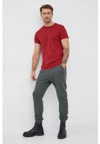 G-Star RAW - G-Star Raw - T-shirt. Okazja: na co dzień. Kolor: czerwony. Materiał: dzianina. Wzór: gładki, aplikacja. Styl: casual