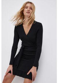 Jacqueline de Yong - Sukienka. Kolor: czarny. Materiał: dzianina, materiał. Długość rękawa: długi rękaw