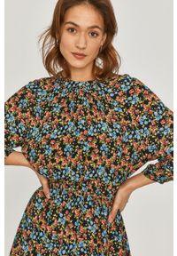 Wielokolorowa sukienka Answear Lab mini, w kwiaty, raglanowy rękaw