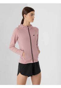 4f - Bluza treningowa rozpinana z kapturem damska. Typ kołnierza: kaptur. Kolor: różowy. Materiał: włókno, dzianina. Długość rękawa: raglanowy rękaw