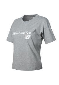 New Balance WT03805AG. Materiał: bawełna, jersey. Wzór: napisy. Styl: klasyczny