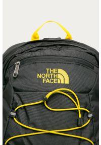 Szary plecak The North Face z aplikacjami