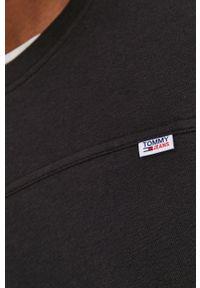 Tommy Jeans - Longsleeve. Okazja: na co dzień. Kolor: czarny. Materiał: bawełna, dzianina, materiał. Długość rękawa: długi rękaw. Wzór: gładki. Styl: casual