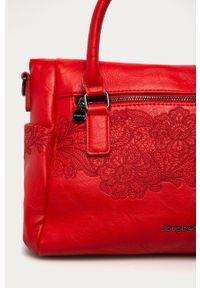 Czerwona listonoszka Desigual z haftami, z haftem, na ramię