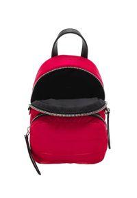 MONCLER - Czerwony plecak Kilia. Kolor: czerwony. Materiał: materiał. Wzór: aplikacja