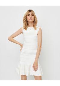 Biała sukienka mini Alexander McQueen dopasowana, na imprezę, z aplikacjami
