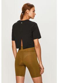 Czarna bluzka Calvin Klein Performance z nadrukiem, na co dzień, z okrągłym kołnierzem