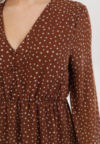 Born2be - Brązowa Sukienka Truthgust. Kolor: brązowy
