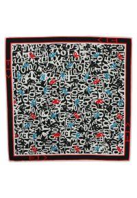Chattier - Kolorowa Poszetka Męska CHATTIER w Białe Napisy, Litery - 33x33 cm. Kolor: wielokolorowy. Materiał: mikrofibra. Wzór: napisy, kolorowy