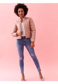 Różowa kurtka TOP SECRET w kolorowe wzory, krótka