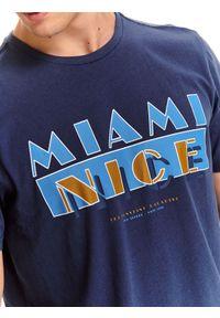 Niebieski t-shirt TOP SECRET krótki, wakacyjny, z krótkim rękawem